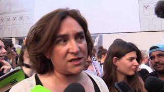 La sindaca di Barcellona Ada Colau manifesta a Bologna contro Salvini (video)