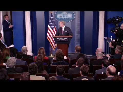 New England Patriots star Rob Gronkowski crashes Sean Spicer's White House briefing