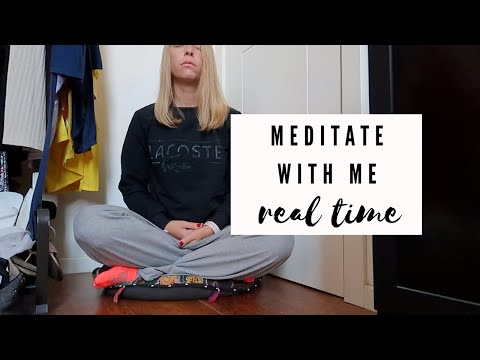 MEDITATE WITH ME (silent + real time) holding space for you -- VLOGMAS DAY 8 1