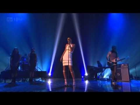 Rihanna Stay/We Found Love Live (X Factor Uk 2012) Subtitulado español-ingles