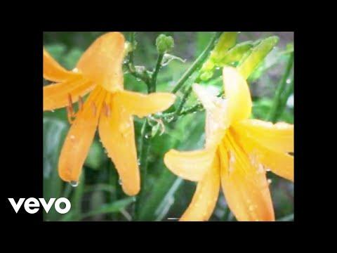 Lennon Stella - Golf On TV (Official Lyric Video) ft. JP Saxe