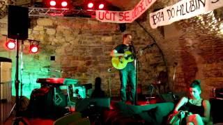 Video Jan Ostrov - Med & Sláva (klub K4, Večer Jiného Folku 15)
