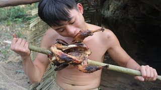 Primitive Technology: Hunting wild chicken by primitive technology - Catch n Cook! | Kholo.pk