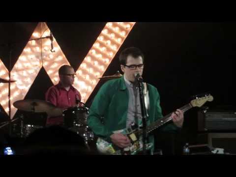 Weezer - Put Me Back Together