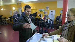 Hamon y Valls en cabeza de las primarias, según los primeros resultados