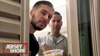 Ronnie Takes a Dip w/ Jewish Barbie | Jersey Shore: Family Vacation | MTV