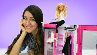 Barbie compra muebles. Barbie muñecas en español. Videos para niñas.