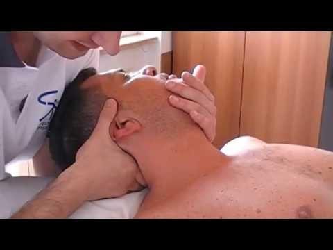 Osteochondrosis di reparto di petto di una targa