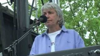 Cris Williamson performs Waterfall at 2004 March For Women