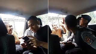 Gokil! Wanita Datangi Mobil Patroli Polisi Lalu 'Tawarkan' Anaknya, Lihat Aksi Si Ibu!