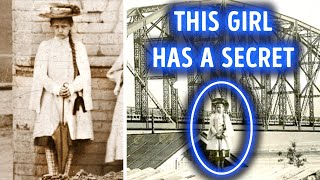 A Mystery Girl Photographed in Different Years Never Changed
