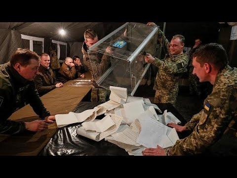 Πρωτιά Ζελένσκι δείχνουν τα exit polls – Αμφισβητεί το αποτέλεσμα η Τιμοσένκο…