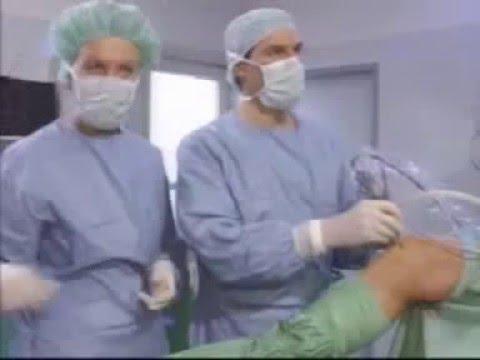 Häufiges Urinieren und Schmerzen im Rücken einer Frau