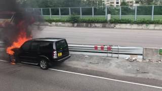 [D料] 架車燒到咁,好得人驚 ! 吐露港公路 有車突然起火