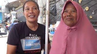 Bangga Jadi Anak Tukang Tambal Ban, Evi Beri Kejutan Ibunya di Hari Kartini