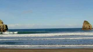 preview picture of video 'Surfing The Gap, Castlepoint, NZ'