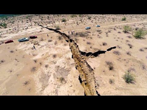 hqdefault - Viendo gracias a un drone una grieta que ha aparecido en el desierto