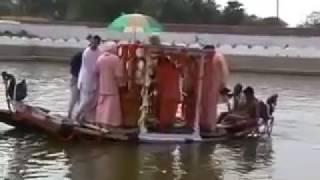 Фестиваль дня явления Сарасвати Тхакура   Установка Божества