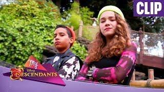 My Descendants - Clip Maïssa et Ismaël