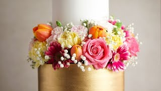 How I Decorate With Fresh Flowers On A Wedding Cake- Rosies Dessert Spot