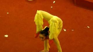 Beautiful Chinese Lady Contortionist [Acrobatic Performance]