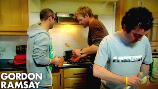 Teaching Lazy Bachelors How To Cook A Basic Curry - Gordon Ramsay by Gordon Ramsay