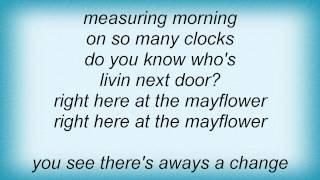 Barry Manilow - Do You Know Who's Livin' Next Door Lyrics_1
