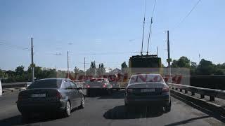 На Ингульском мосту в Николаеве пробка — клеят агитационную рекламу. Видео