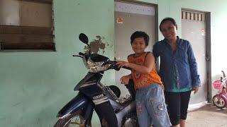 Trao quà Việt Kiều gởi 2 mẹ con bé Nhí 9 tuổi nhặt ve chai ♡ Mua xe máy để chị Tâm đổi nghề