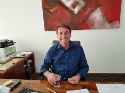 """Bolsonaro toma hidroxicloroquina em vídeo: """"Me sinto muito bem"""""""