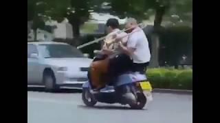 #yhприколы2019 Дудец на скутере. Немного секунд смеха. Без звука смотреть бесполезно. in real life.
