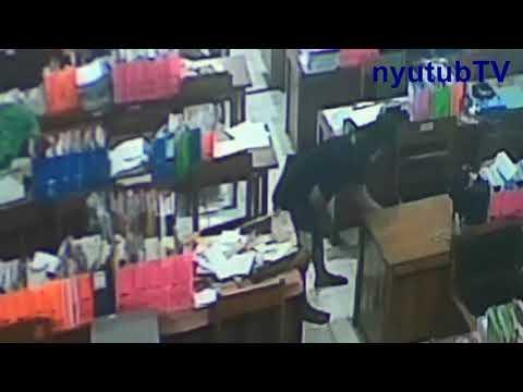 Pelaku Aksi Pencurian di SMK N 1 Kandeman Terekam CCTV Bertopeng