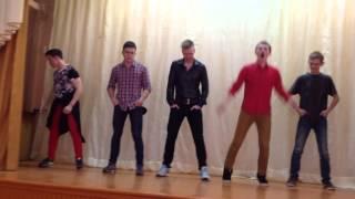Как парни танцуют в клубах