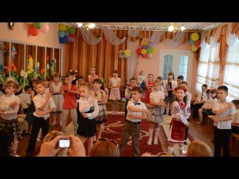 """Танец под песню """"Учат в школе""""  1-В класс!!!"""