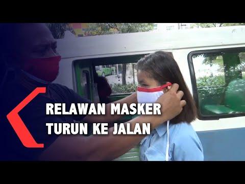 relawan masker datangi pusat keramaian himbau penggunaan masker