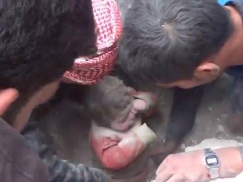 حلب: فيديو انقاذ طفل من تحت الركام بعد قصف عنيف