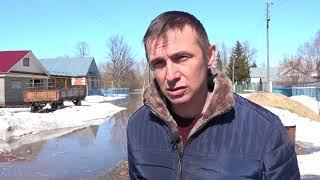 Зеленодольские пожарные откачивают воду из подтопленных домов в деревне Татарское Танаево