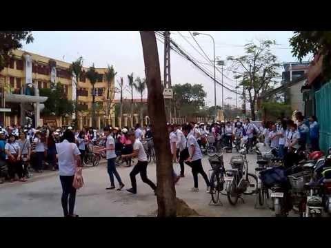 Nhảy flashmob bị từ chối quá phũ cho đội bán đậu hũ