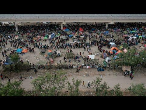 L'administration Biden veut accélérer l'expulsion de 15000 migrants réunis sous un pont au T...