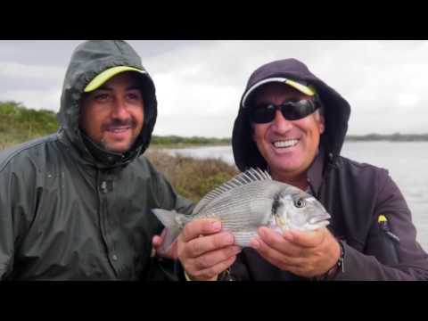 Il copione per anniversario su una pesca soggetta