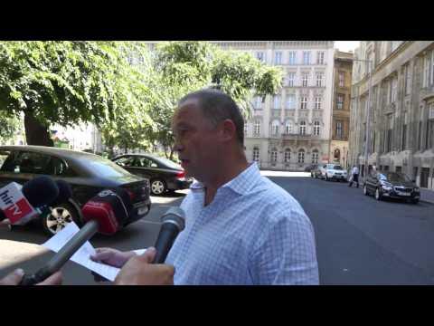 Nyílt tárgyalásra hívja Varga Mihályt az MSZP