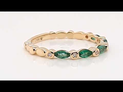 Anillo CyC colección M&M's con diamantes y esmeraldas en oro amarillo de 18k