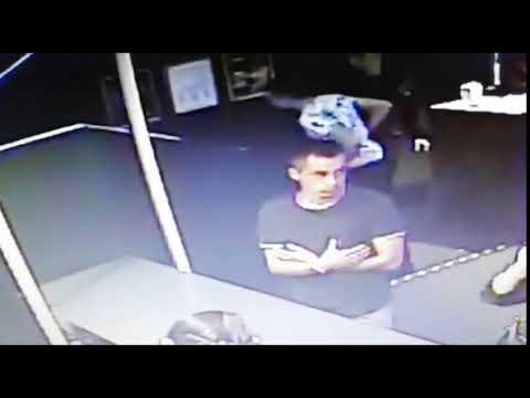 Устанавливается личность молодого человека, который подозревается в краже сумки с документами