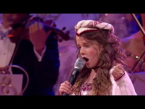 Se stjernedirigenten bli slått i bakken av 10-åringens stemme