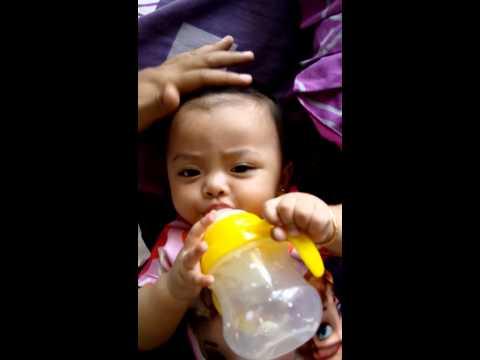 Video Bayi Lucu Mau Tumbuh Gigi Gatal Gusinya