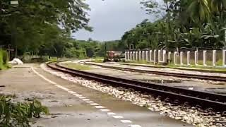 preview picture of video 'รถไฟขบวนท้องถิ่นที่ 452 สุไหงโกลก- นครศรี เข้าสถานีเทพา'