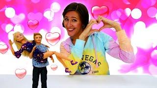 Barbie se prepara para la cita con Ken. Vídeos para niñas