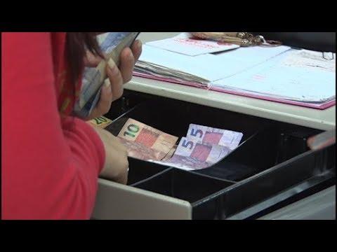 Alta do dólar impacta o mercado e diminui poder de compra do brasileiro