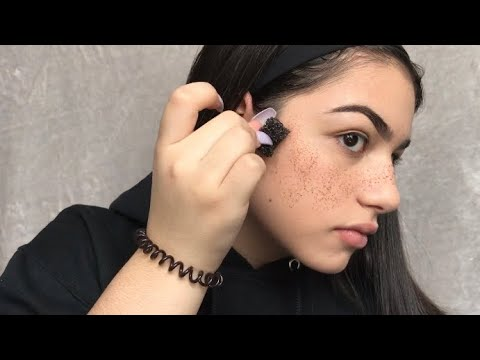 Welches Make-Up mit den Sommersprossen auf der Person herankommen wird