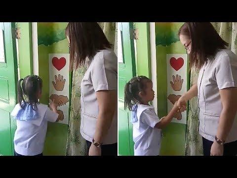 המחנכת שמאפשרת לילדים בכיתה שלה לבחור איך תקבל אותם בבוקר